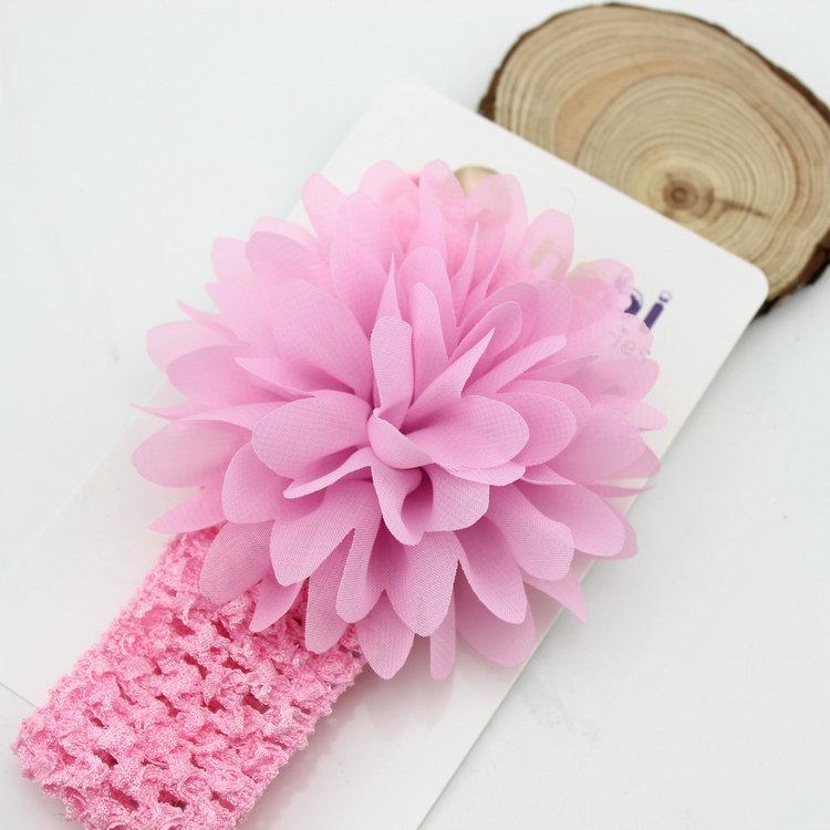 Băng đô ren hoa là phụ kiện nhỏ xinh giúp bé yêu thêm ngộ nghĩnh, dễ thương. Băng đô được làm bằng chất liệu ren mềm cao cấp, co giãn tốt, không gây cảm giác khó chịu cho bé.