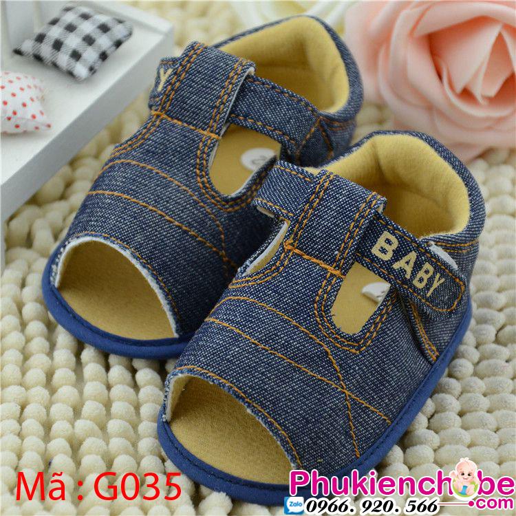 Giày sơ sinh khá mềm mại và xinh xắn, giúp bé nổi bật hơn khi ra đường,và phối cùng những bộ đồ dễ thương nhất.  Giày được những thợ lành nghề của Phukienchobe.com thiết kế,chăm chút kĩ lưỡng từng chi tiết.